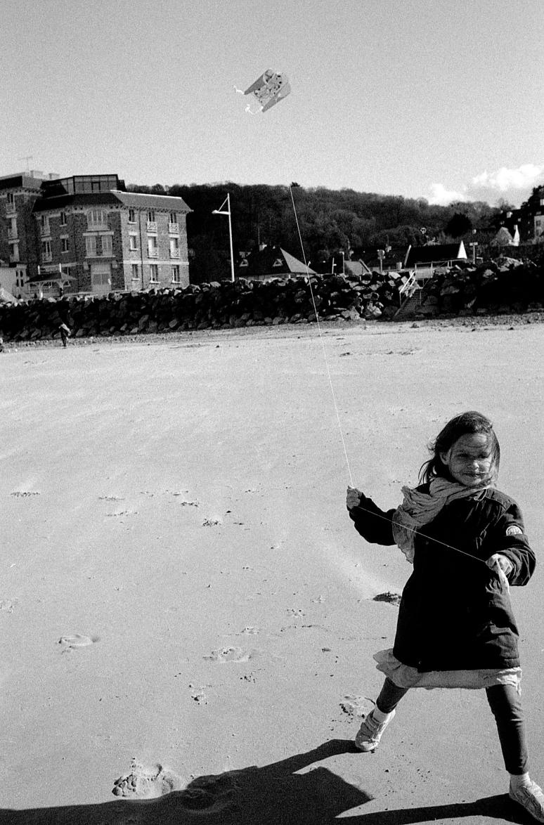 La petite fille et le cerf volant 2